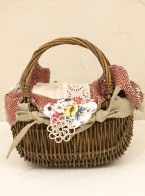cute baskets nesessaire
